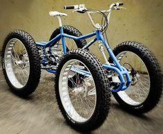 Futuristas y extrañas bicicletas.
