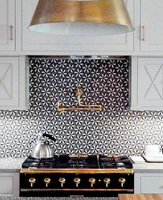 Love the used of brass i this kitchen  - gives a rich warmth and a tough of glamour