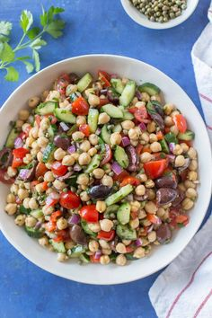 This Mediterranean chickpea salad is a healthy, vegan recipe loaded with protein and veggies, and tossed with a simple dressing. It's perfect for summer! Greek Chickpea Salad, Mediterranean Chickpea Salad, Mediterranean Diet Recipes, Garbanzo Bean Salads, Greek Salad, Quinoa Salad, Blue Zones Recipes, Zone Recipes, Cooking Recipes