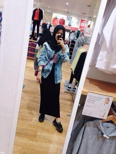 80's jacket #tiyafitriaootd #tiyafitriastyle #hijab #hijabstyle #hijabfashion #hijabootd #tiyafitriaoutfit #tiyafitrialook #tiyafitriafashion #hijaboutfit #hijabcasual #blackmaxiskirt #maxiskirt #bluedenim #casual #casualoutfit #ootdindonesia #indonesiafashion #denimjacket #boyfriendjacket #pullandbear #lancel #denimoutfit #hijabdenim #casuallook #casualootd #ootdindo #lookbookindonesia