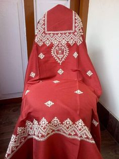 Hand Embroidery Dress, Hand Embroidery Patterns, Embroidery Stitches, Dress Designs, Blouse Designs, Kutch Work Designs, Fabric Paint Designs, Antique Jewellery Designs, Creative Embroidery