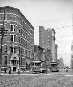 "Continuing our tour of Louisville. ""Market Street and Lincoln Savings Bank."" Two things to watch out for when crossing the street in Louisville: No. 1, streetcars, and No. 2. Detroit Publishing Company glass negative."