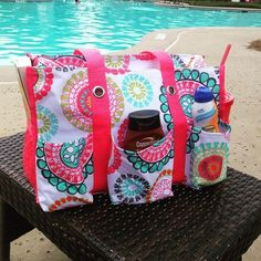 A pool bag with style! Zip-top Organizing Utility Tote