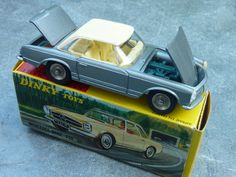Dinky Toys Mercedes Benz 230 SL 1:43 scale (Made in France)