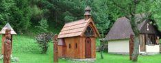 » Malá Franková – atraktivity Cabin, House Styles, Home Decor, Homemade Home Decor, Interior Design, Cottage, Home Interiors, Wooden Houses, Decoration Home