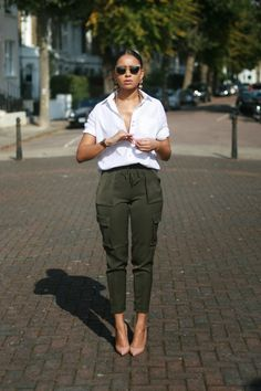 it covers everything up while still being stylish and cute! - Summer Street Style Fashion Looks 2017 Mode Outfits, Chic Outfits, Fashion Outfits, Womens Fashion, Fashion Ideas, Fashion Pants, Looks Style, Style Me, Simple Style