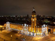 Brasil... Estação Da Luz: Marco histórico da Cidade de São Paulo, o prédio da Estação da Luz, com sua arquitetura inglesa do início do século XX, passou por um apurado processo de restauro e adaptação para receber as instalações do Museu da Língua Portuguesa, inaugurado em março de 2006.