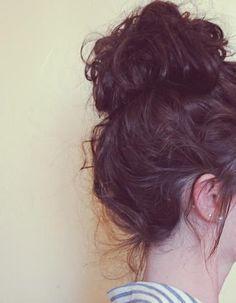 Coiffure avec cheveux bouclés automne-hiver 2016 - Cheveux bouclés : quelques idées de coiffures pour les sublimer  - Elle
