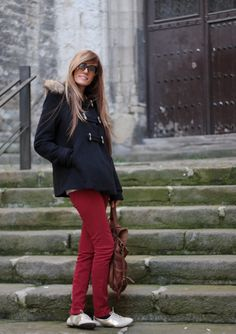 This jacket means a back to school, doesn´t it? I love it because it allows looks more comfortable, youthful, with flat shoes,. Oxford Shoes Outfit, Cold Day, Brogues, Back To School, Dressing, Boots, How To Wear, Jackets, Outfits
