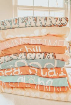 Orange Aesthetic, Aesthetic Themes, Aesthetic Images, Aesthetic Collage, Summer Aesthetic, Aesthetic Pastel Wallpaper, Aesthetic Backgrounds, Aesthetic Wallpapers, Photo Wall Collage