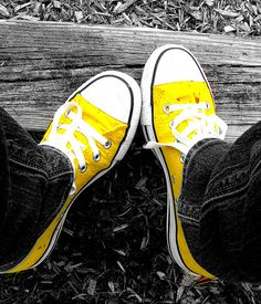 yellow converse - I just like yellow.and converse. Yellow Converse, Converse All Star, Converse Shoes, Yellow Sneakers, Yellow Shoes, Converse High, Black Shoes, Color Splash, Color Pop