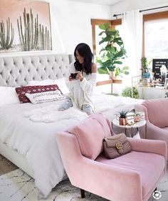 Love those pink chairs