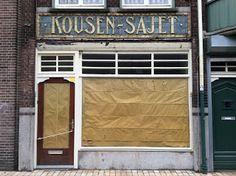 Stadsmuseum Tilburg: Textielidentiteit van Tilburg: Kousen-Sajet Garage Doors, Outdoor Decor, Home Decor, Decoration Home, Room Decor, Home Interior Design, Carriage Doors, Home Decoration, Interior Design