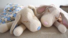 #Colcha con perritos dormilones o manta de apego tejida a #crochet (cuadrado granny y amigurumi)  Paso a paso en video tutorial!