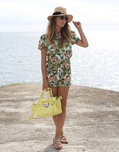 Dying for a vacay? Date Outfits, Night Outfits, Summertime Outfits, Summer Outfits, Glam And Glitter, Zombie Girl, Girls Uniforms, Classy And Fabulous, What To Wear