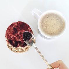 #breackfast Per iniziare bene la giornata ✌    B u o n g i o r n o ❤ #me #buongiorno #goodmorning #morning #instamorning #colazione #cappuccino #milk #coffee #gallette #marmellata #marmelade #risveglio #healthy #healthyfood #white #food #picoftheday #bestoftheday #moment #instamoment #bestmoment #essential #tweegram #tbt #tb