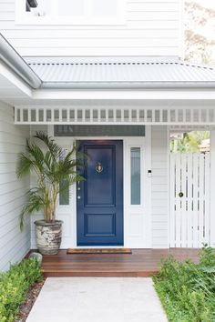 Like a good lipstick, your front door colour can freshen up and lift the whole facade of your home, setting a streetscape scene that will leave a lasting impression. Here's our front door favourite five. White Exterior Houses, Exterior Paint Colors For House, Dulux Exterior Paint Colours, Queenslander House, Weatherboard House, Front Door Colors, Front Door Plants, House Front Door, Front Doors