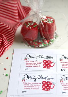 Hot Chocolate Bombs are easy to make at home with this no mold hot cocoa bombs recipe! Christmas Gift Tags Free Printable by LivingLocurto.com Chocolate Christmas Gifts, Hot Chocolate Gifts, Chocolate Candy Melts, Hot Chocolate Bars, Hot Chocolate Recipes, Melting Chocolate, Free Printable Christmas Gift Tags, Christmas Gift Sets, Christmas Drinks