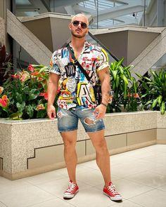 "Rodrigo Perek's Instagram photo: ""Olar! ✌🏼 Tô entrando na vibe das camisas de manga curta e tô gostando! #menstyle"" Short Men, Summer Outfits Men, Moda Chic, Fashion Men, Men Casual, Style Inspiration, Lifestyle, Shorts, Beach"