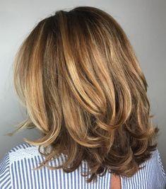 70 Brightest Medium Layered Haircuts to Light You Up - Mittellange Haare Haarschnitt Medium Hair Cuts, Medium Hair Styles, Curly Hair Styles, Medium Cut, Medium Long, Medium Brown, Modern Haircuts, Modern Hairstyles, Bob Hairstyles