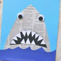 Mit Kindern basteln - Haifisch mit Zähnen ganz einfach aus einer Zeitung *** DIY Newspaper Shark Craft This newspaper shark craft for kids is amazingly simple to make and is great for kids of all ages so it makes a perfect activity for the whole family. Ocean Kids Crafts, Animal Crafts For Kids, Summer Crafts For Kids, Preschool Crafts, Kid Crafts, Family Crafts, Recycled Crafts Kids, Science Crafts, Nature Crafts