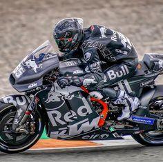 jpn_leather edit up 2020 ><><><><><><><><><><><><><> Bike Suit, Motorcycle Suit, Motorcycle Design, Bike Design, Velentino Rossi, Ktm Motorcycles, Biker Gear, Red Bull Racing, Super Bikes