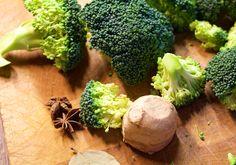 Hämmentäjä: Parsakaalia, inkivääriä ja tähtianista. Broccoli, ginger and star anise.