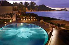Halekulani, Honolulu (Waikiki), Oahu, Hawaii BLONDERLUST: Splurge vs Steal #1 - romantic Hawaiian dream vacation!