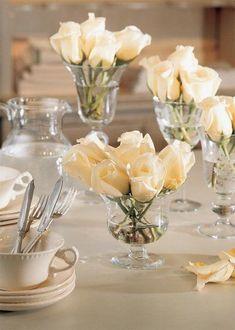 Rosas blancas en copas
