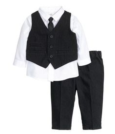 Discover a range of clothes for baby boys and toddlers at H&M, with practical options in fun prints and colours. Shop online for little boy outfits now. Boys Summer Outfits, Summer Boy, Baby Boy Outfits, Kids Outfits, Cool Outfits, Toddler Boy Fashion, Fashion Kids, Toddler Boys, Wedding Outfit For Boys