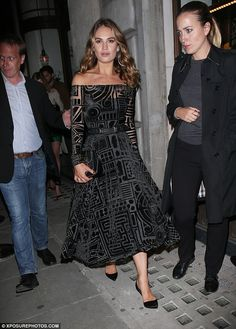 Sensible pump: With natural height Lily opted for flat and elegant pumps...