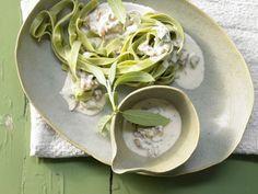 Pasta: Bandnudeln mit Gorgonzolasauce, Walnüssen und Salbei: Die Nudeln liefern die Ballaststoffe, die lange satt machen.