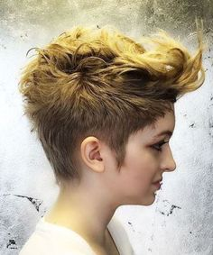 20 classy punk hairstyles for women. Top punk hairstyle for women. Different stunning punk hairstyles for women. Latest punk haircuts for women. Mohawk Hairstyles For Girls, Girl Mohawk, Cool Hairstyles, Fantasy Hairstyles, Punk Haircut, Pixie Haircut, Short Punk Hair, Short Hair Cuts, Pixie Mohawk