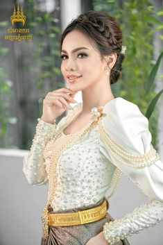 Traditional Wedding Dresses, Traditional Outfits, Cambodia, Asian Girl, Costumes, Lady, Amazing, Beautiful, Design