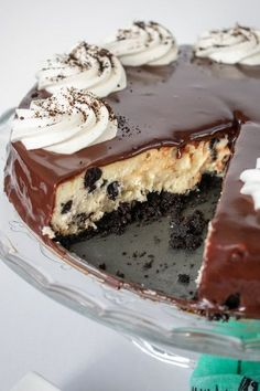 Cookies and Cream Cheesecake - Prairie Winds Life Cookies and Cream Cheesecake - Prairie Winds Life Creamy and delicious, this cheesecake is one of the most creamy ones I have ever had. I share some insights on how to achieve such a luscious cheesecake. Raw Dessert Recipes, Raw Desserts, Delicious Desserts, Dessert Ideas, Caramel Recipes, Donut Recipes, Snack Recipes, Yummy Recipes, Cookies And Cream Cheesecake