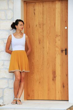 You can try this sewing pattern for free and sew yourself a skirt. Free dowload of the PDF pattern, you can print it at home. Skirt Patterns Sewing, Sewing Patterns Free, Free Sewing, Free Pattern, Skirt Sewing, Reverse Tie Dye, House Dress, Linen Pants, Cheer Skirts