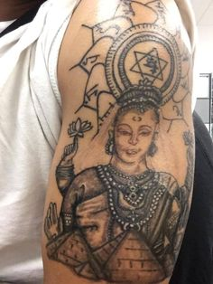 #Anahata #Chakra #pyramids  #Purusha (the Supreme Being) and #Prakriti (Mother Nature) and is often represented by #Shiva and #Shakti. #blackandgray #graywash #arm  #tattoo #awesomeamberarts
