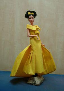 EXPOSICION DE VESTIDOS DE PAPEL Aurora Sleeping Beauty, Barbie, Disney Princess, Disney Characters, Paper Dresses, Zaragoza, Exhibitions, Paper Envelopes, Patterns