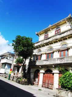 calle rizal Classic Architecture, Mansions, House Styles, Home Decor, Classical Architecture, Luxury Houses, Interior Design, Home Interior Design, Palaces