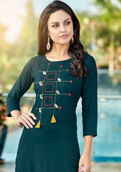 Embroidery On Kurtis, Kurti Embroidery Design, Hand Embroidery Dress, Embroidery On Clothes, Embroidery Fashion, Simple Kurta Designs, Kurta Designs Women, Blouse Designs, Sleeves Designs For Dresses