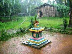 Facade House, House Facades, Tulasi Plant, Indian Home Design, Bathroom Floor Plans, Home Temple, Puja Room, Traditional Decor, Garden Landscaping