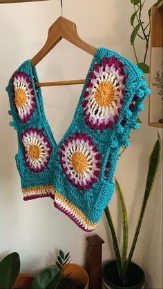 Crochet Woman, Love Crochet, Beautiful Crochet, Diy Crochet, Crochet Crafts, Crochet Projects, Crochet Top, Granny Square Crochet Pattern, Crochet Motif
