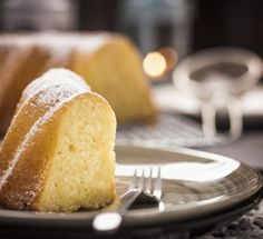 Your family and guests will love this sour cream lemon cake recipe. The lemon ju… Your family and guests will love this sour cream lemon cake recipe. The lemon juice glaze is the perfect finishing touch. Food Cakes, Cupcake Cakes, Sour Cream Coffee Cake, Cream Cake, Glaze For Cake, Pound Cake Recipes, Lemon Recipes, Dessert Recipes, Desserts
