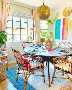 Colourful Living Room, Boho Living Room, Living Room Decor, Colorful Kitchen Decor, Colorful Dining Rooms, Funky Home Decor, Colorful Furniture, Colorful Decor, Estilo Kitsch
