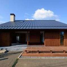 NIIHAMA House: 澤村昌彦建築設計事務所が手掛けた北欧家です。 Japanese Architecture, Interior Architecture, Home Room Design, House Design, Japanese Modern House, Backyard Lighting, Small Buildings, House Extensions, Exterior Design