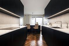 Mørkt eikegulv lagt i fiskeben gir en flott ramme for denne leiligheten. Oslo, Conference Room, The Originals, Luxury, Wood, Table, Furniture, Home Decor, Parquetry