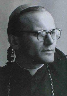 Dom Karol Wojtyla, Bispo, com apen 40 anos de idade (Futuro Papa São João Paulo II).