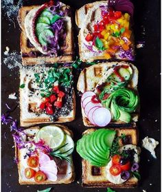 This is the prettiest healthy food EVER She keeps a plant-based diet, favoring breakfasts like this these rainbow waffle toasts topped with hummus, zaatar, avocado, and colorful veggies Healthy Smoothies, Healthy Snacks, Clean Eating Snacks, Healthy Eating, Rainbow Waffles, Rainbow Food, Aesthetic Food, Plant Based Diet, Food Inspiration