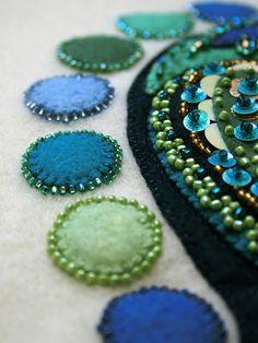 Droomfragmenten Close-up 2 - Dream Fragments Closeup 2 Wool Embroidery, Penny Rugs, Felt Applique, Felt Christmas, Felt Art, Felt Ornaments, Embroidery Techniques, Fabric Art, Felt Crafts