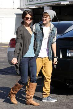 2011 > Leaving IHOP with Justin Bieber